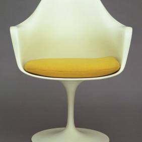 Eero Saarinen tulip chair 1955